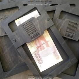 Деревянная коробочка для счета с металлическими винтами
