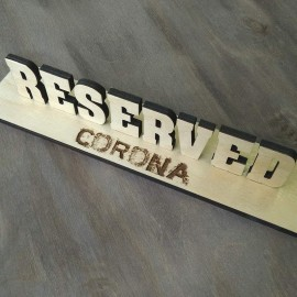 Табличка Reserved с объемными буквами