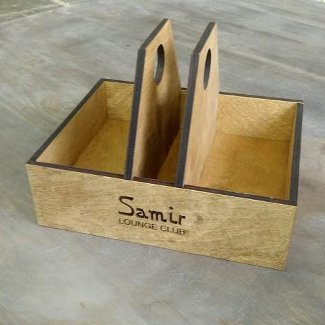 Деревянная подставка для салфеток и специй для ресторана